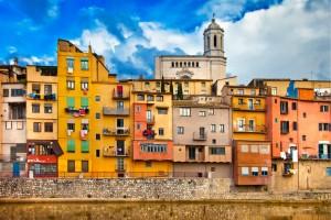 Een blik op de stad Gerona, Spanje op een zonnige dag